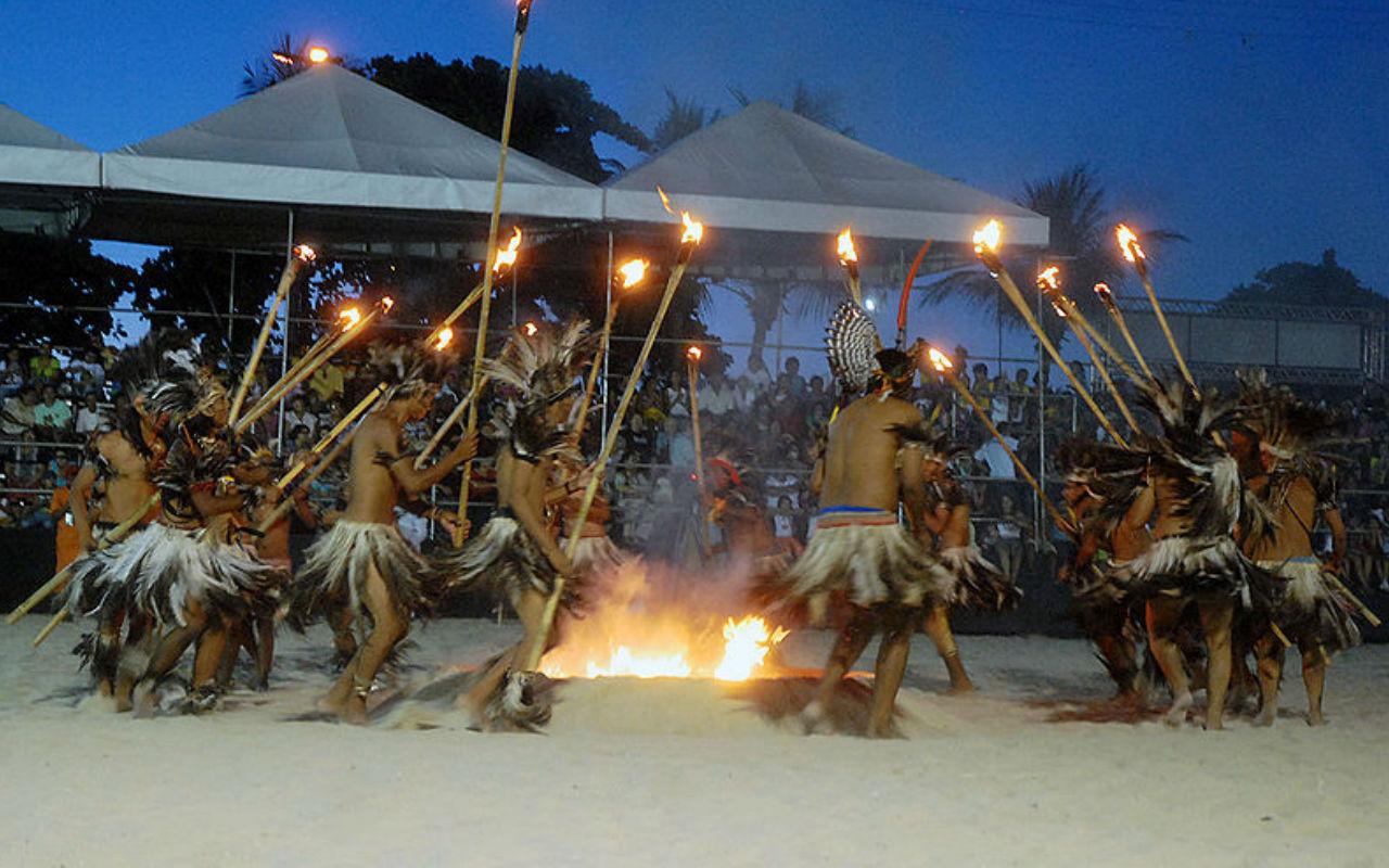 Índios da etnia Terena na cerimônia de encerramento da nona edição dos Jogos dos Povos Indígenas (Olinda PE) / Foto: Valter Campanato/ABr
