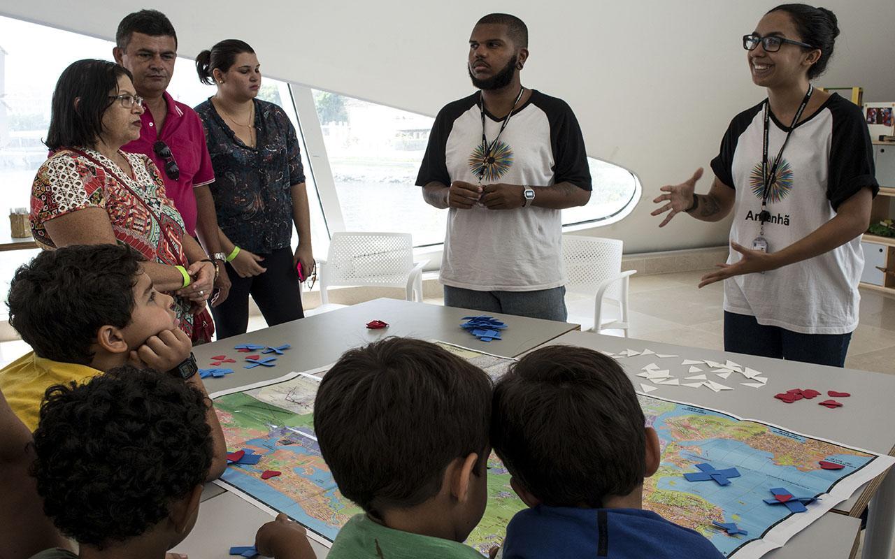 Visita mediada com a equipe do Educativo / Foto: Marcos Tristão - Museu do Amanhã