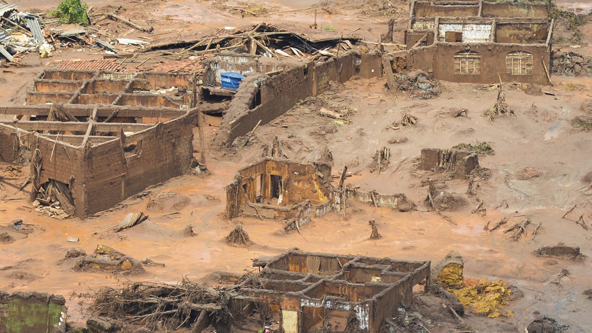 Distrito de Bento Ribeiro, em Mariana, destruído pelo rompimento de barragens de mineração / Foto: Domínio Público