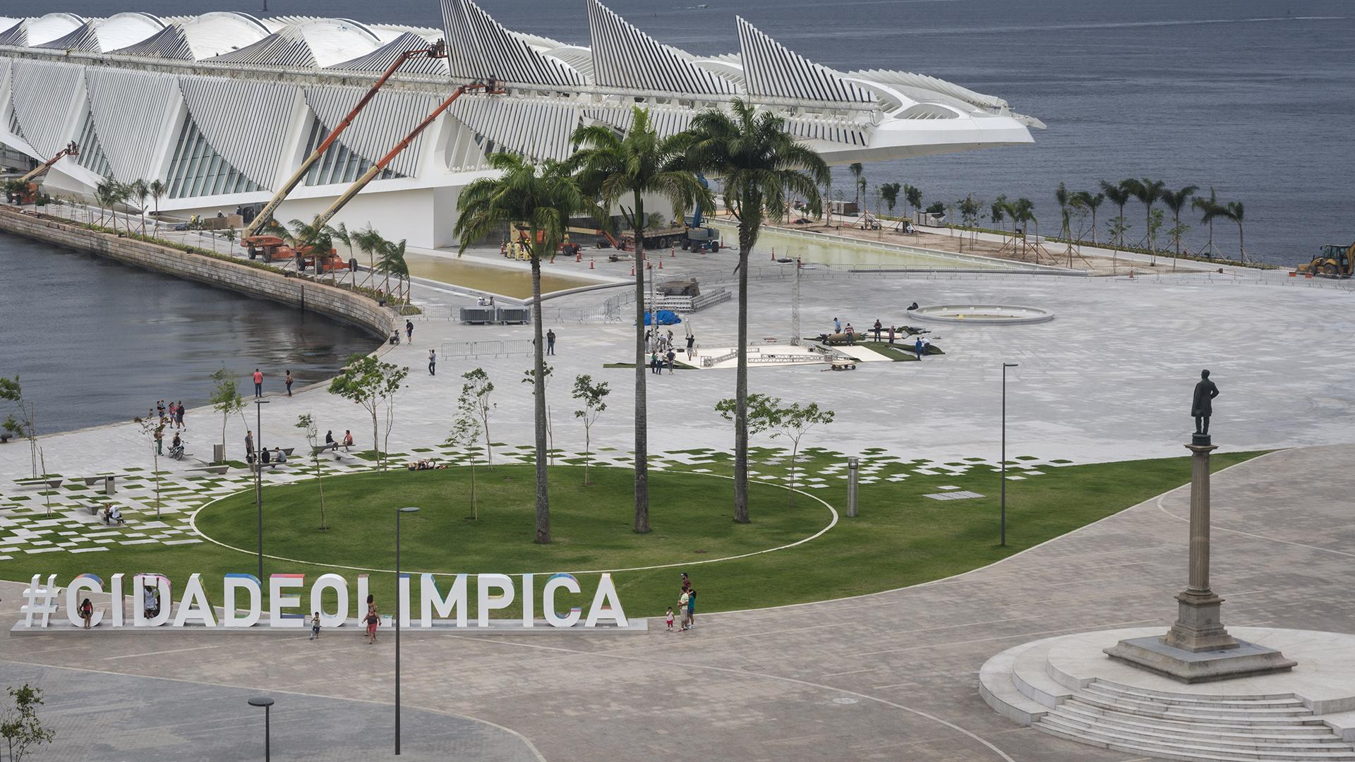Estátua do Barão de Mauá, no centro da Praça / Foto: Cesar Barreto - Museu do Amanhã