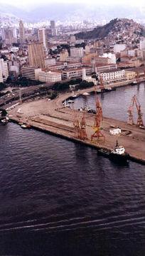 O PÍER MAUÁ NA DÉCADA DE 1980 (FOTO: DIVULGAÇÃO - COMPANHIA DOCAS)
