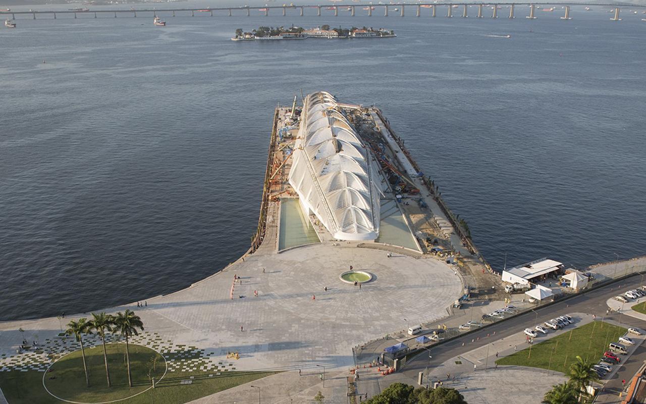 A Baía de Guanabara e seu novo morador, o Museu do Amanhã / Foto: Thales Leite