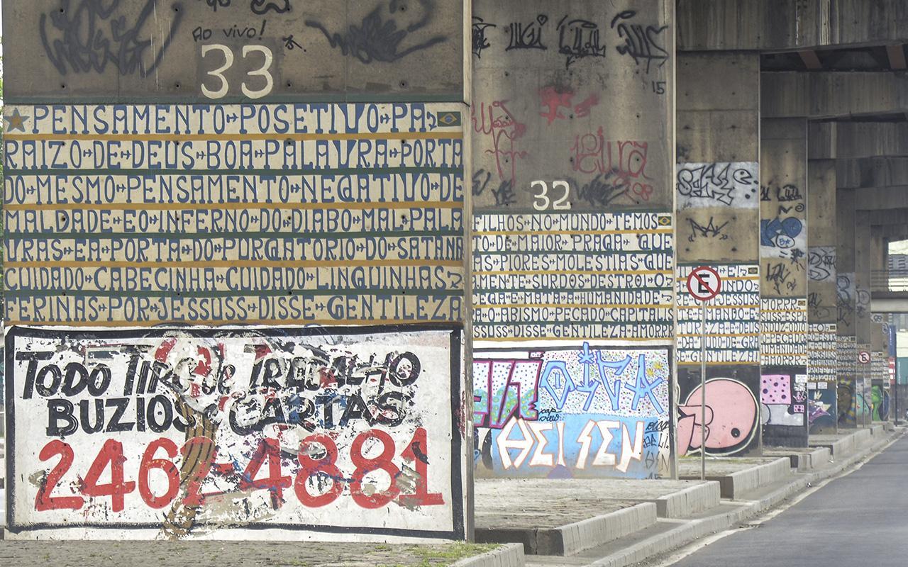 A arte de Gentileza sobre o concreto no Porto / Foto: Marcos Tristão - Museu do Amanhã