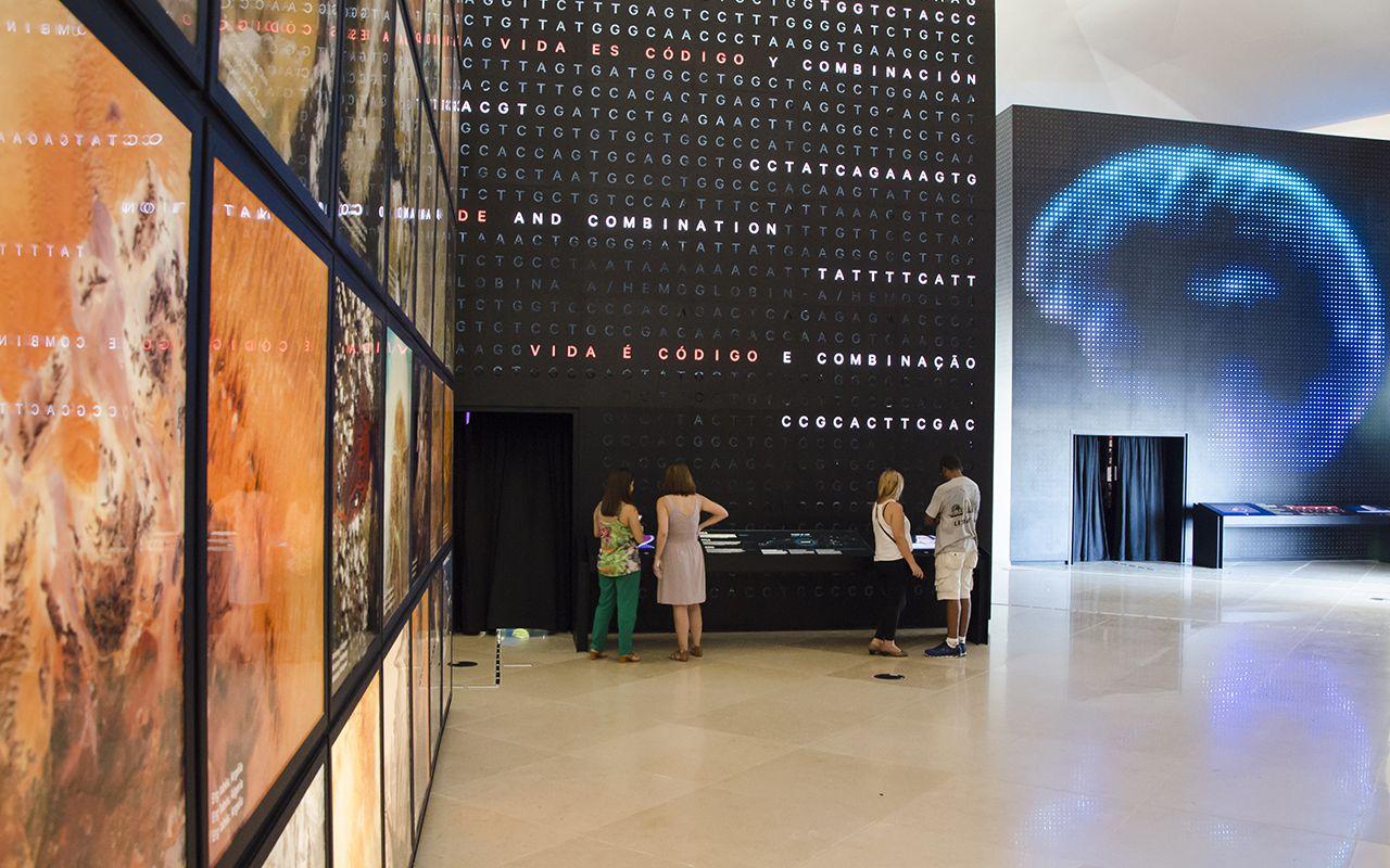 Os três cubos que compõem a área Terra, na Exposição Principal / Foto: Byron Prujansky