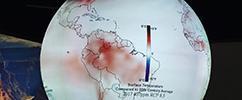 América do Sul em grande globo terrestre exibido na COP21 mostrando as alterações climáticas em comparação com a média do século XX